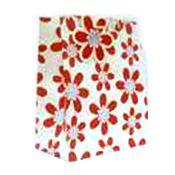 Пакет подарочный M - красные ромашки на белом фоне