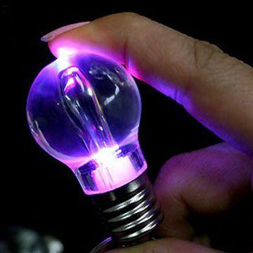 """Брелок """"Лампочка"""" с многоцветным фонариком"""