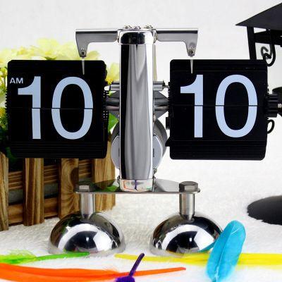 Настольные ретро - часы с перекидным циферблатом Flip Clock черне с белыми цифрами на двух ножках