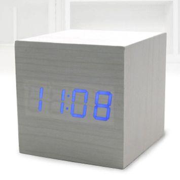 """Часы-будильник """"Деревянный Куб"""" белое дерево синие цифры"""